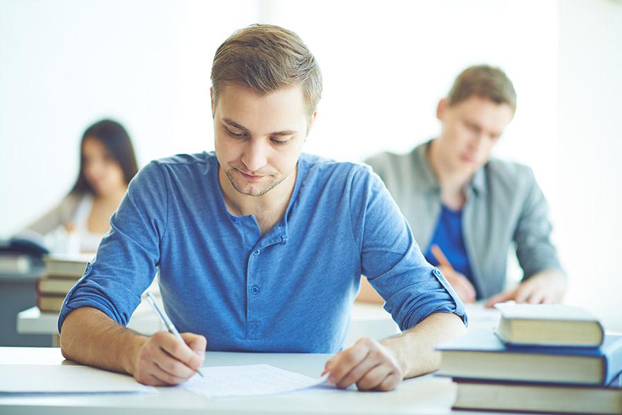 ¿Qué sucede si no apruebo un examen en el contrato de formación?