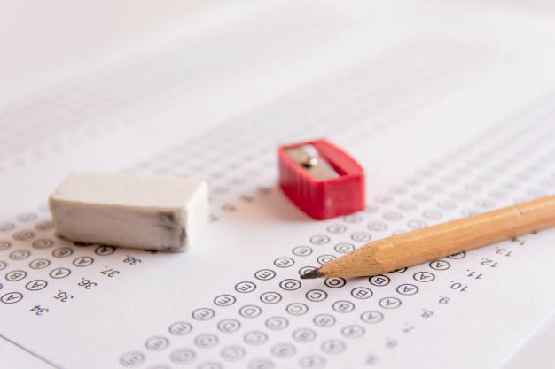 exámenes y sesiones presenciales en un Contrato para la Formación