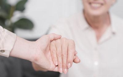 Prepararse para cuidar a otros: los distintos perfiles del cuidador profesional