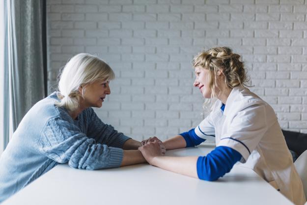 Aprende y actualízate sobre cómo cuidar a personas mayores