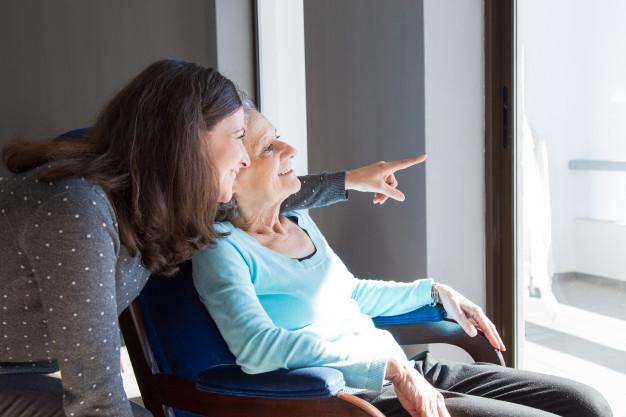 Encuentra trabajo como cuidador con estas 5 recomendaciones